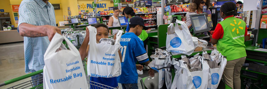 Reusable bags at Walmart, courtesy of Zbigniew Bzdak / Chicago Tribune