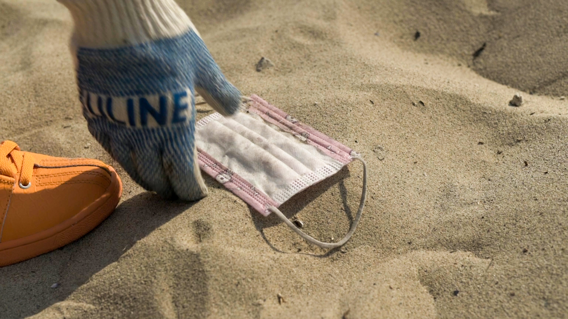 Heal the Bay volunteers picks up mask litter on the beach